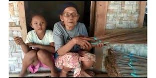 Hidupi Cucu Yatim Nenek Jual Sapu Lidi