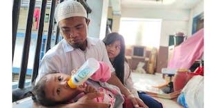 Tak Punya Rumah Bapak 2 Anak Ini Hidup Di Pinggir Emperan