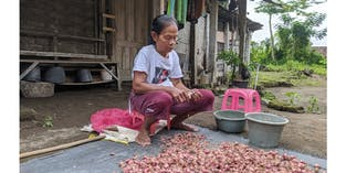 Bantuan Hidup untuk Buruh Tani Sebatang Kara